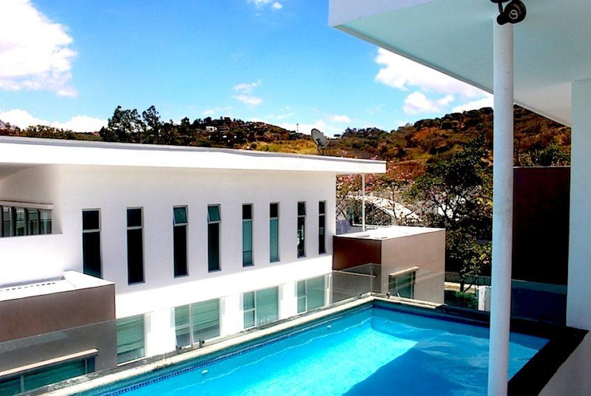 casa con piscina privada para alquilar en condominio en
