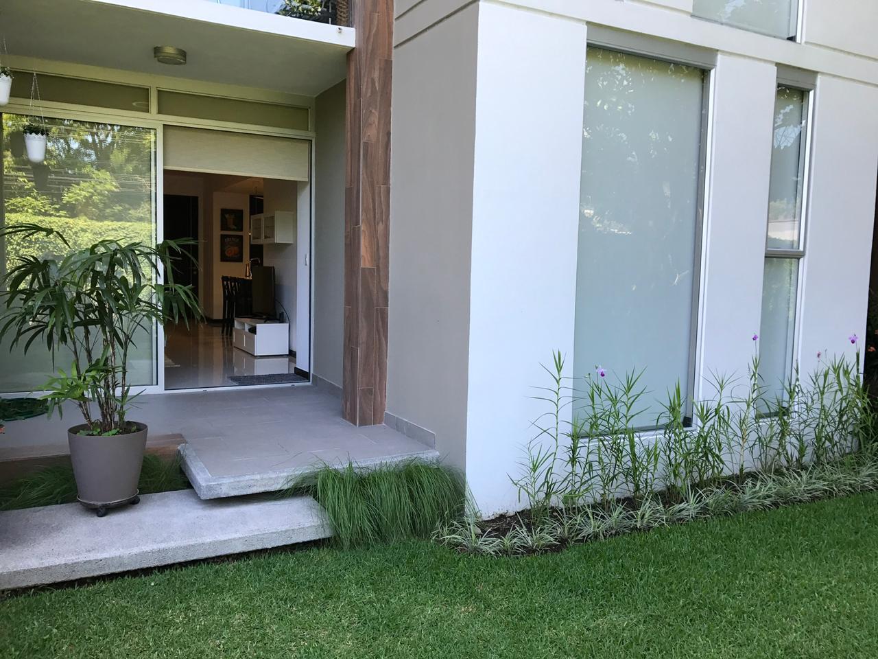 Apartamento con jardín privado 2 habitaciones en Santa Ana venta